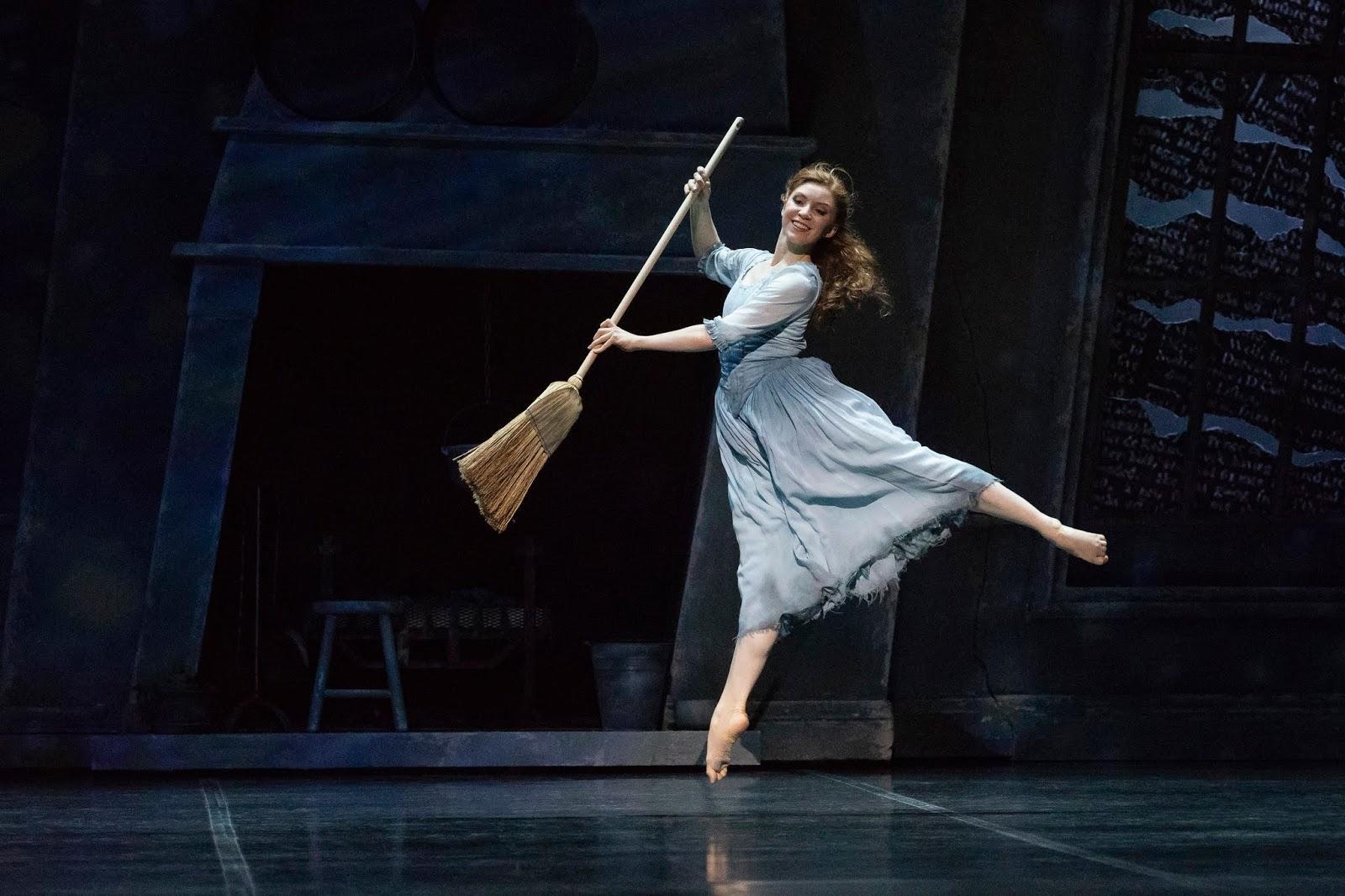 Säkenöivä Tuhkimo baletti